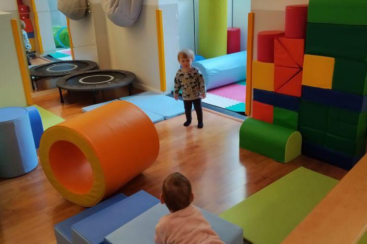 Centric escoleta espai de criança grup educacio viva activa alternativa psicomotricitat eixample