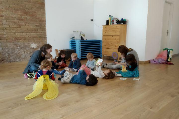 banay espai infantil i familiar educacio viva criança crianza respectuosa llar d'infants pedagogia activa escoleta poblenou